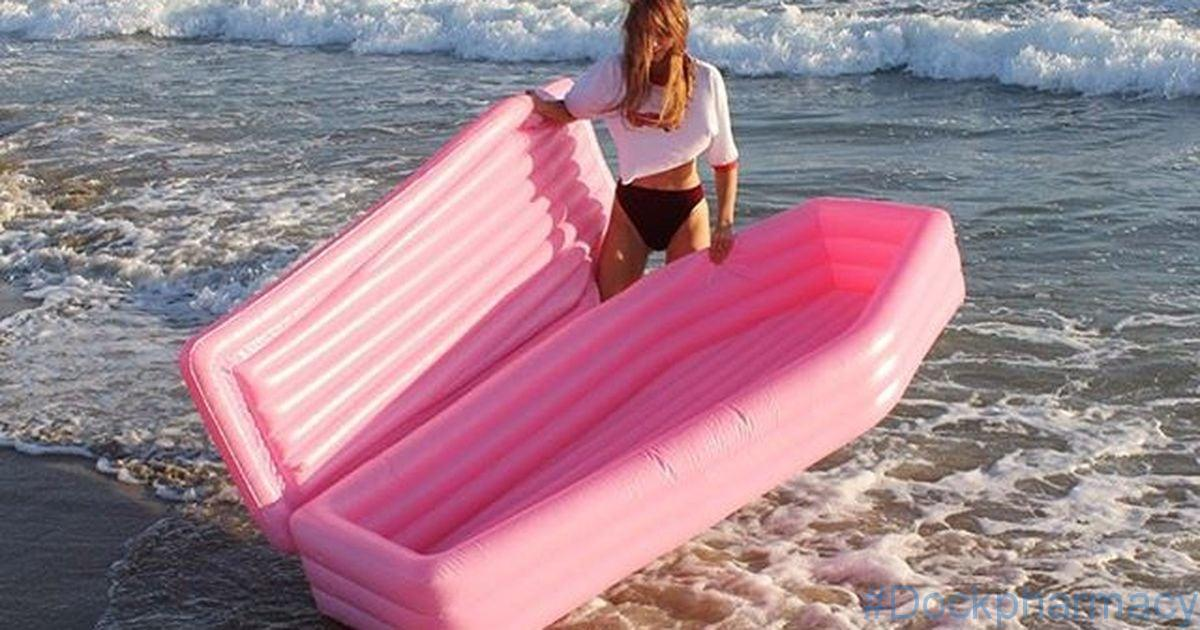 """Your remedy to the Taylor Swift swan float is here. Behold the pink casket swimming pool toy– a summery, macabre float produced by Canadian designer Andrew Greenbaum . SEE ALSO: Pool drifts for your canine are a thing now and we will not get in summertime without them """"Had the concept to begin this job […]"""